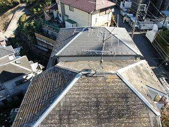 葉山町下山口で自宅の周りに屋根の部品が落ちておりました