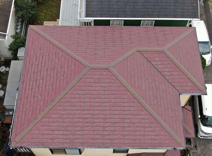 ドローンを使用して真上からスレート屋根全体を撮影