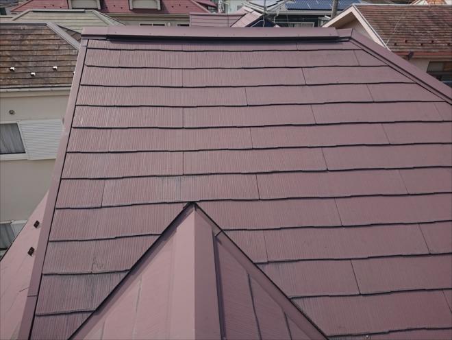 寒川町大曲にて棟板金工事と同時に屋根塗装工事も行い、化粧スレート屋根をリフレッシュ