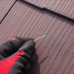 板金を固定する釘自体が抜けて屋根の上に落ちていました