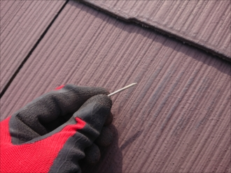 茅ヶ崎市共恵にて訪問業者に指摘された板金の浮きも含め屋根全体のメンテナンスが必要だった屋根の様子