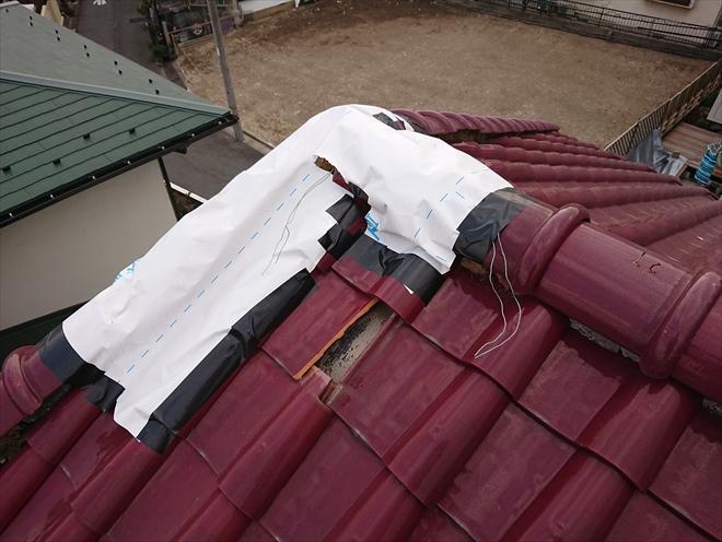 ブチルテープと外壁用透湿シートで養生が施されていた洋瓦の屋根