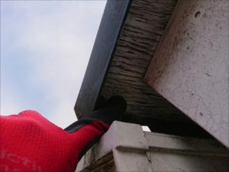鎌倉市岩瀬にて10年以上塗装でのメンテナンスをしていなかった化粧スレート屋根は下地が腐食し葺き替え工事が必要でした