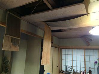 葉山町下山口で室内に大きな雨漏り、原因は以外なところにありました