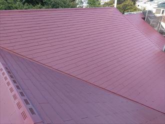 座間市ひばりが丘でサーモアイ4F(クールマルーン)を使用した屋根塗装でスレートをメンテナンス