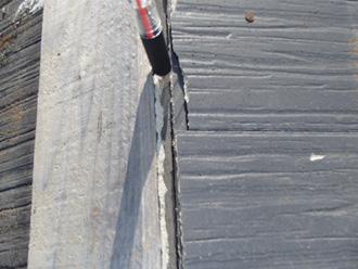愛甲郡愛川町角田 台風で飛散した棟板金 棟板金が外れ隙間ができている