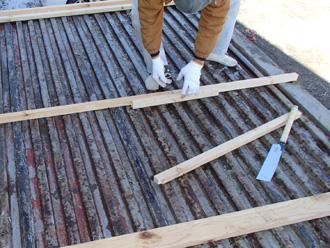 高座郡寒川町小動にて工場の物置屋根のカバー工法