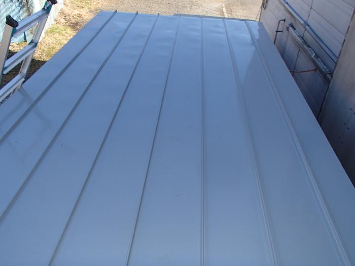 高座郡寒川町小動にて工場の物置屋根のカバー工法 完工