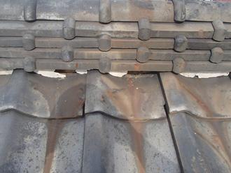 川崎市高津区久地 棟瓦の漆喰が剥がれている