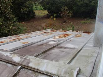 足柄上郡中井町井ノ口 工事前の屋根の状況 屋根が錆びている