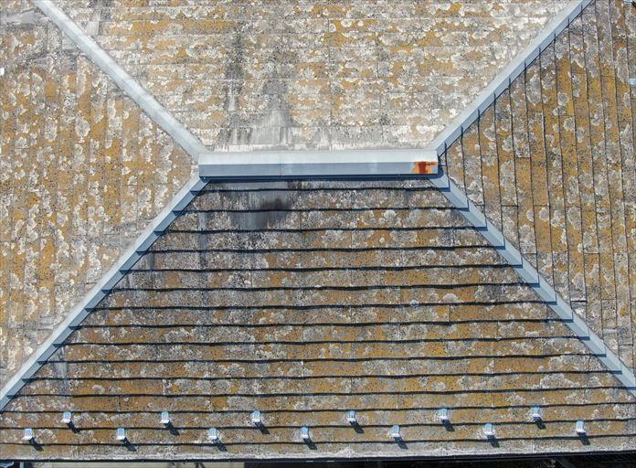 スレート屋根に使用されている板金も錆びている
