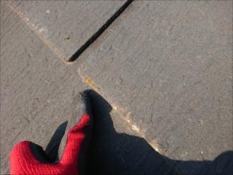 茅ヶ崎市甘沼にてグリシェイドNEOが使われた屋根調査、築10年程ですがクラックや端部に傷みが出ており補修が必要です