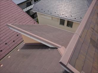 座間市ひばりが丘にて築20年メンテナンスがされていない化粧スレートは屋根塗装ではなく他の屋根工事でのメンテナンスが必要な場合もあります