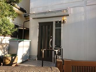 平塚市四之宮にて腐食した玄関庇を撤去しリクシルのクリアルーフでスッキリとした玄関へ