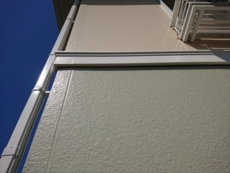コーキングも打ち換え塗り替えたピカピカな外壁