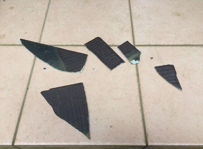 落下してきたスレートの破片