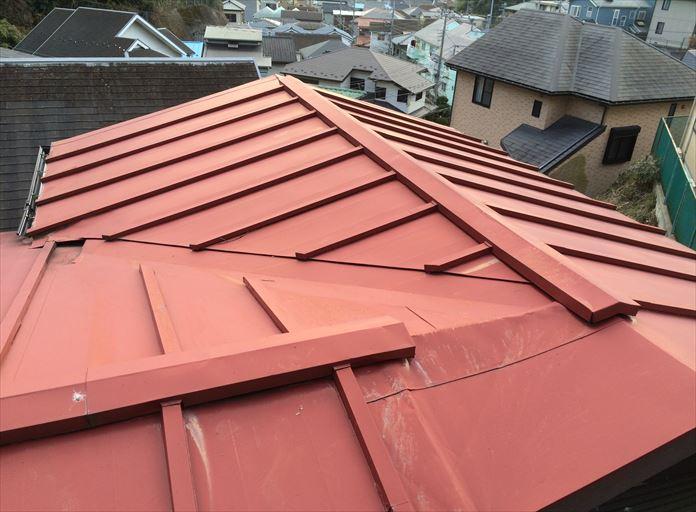 瓦棒葺き板金屋根の点検