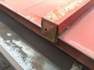 鎌倉市手広で瓦棒葺き板金屋根を点検、板金が錆びて葺き替えが必要な状態でした