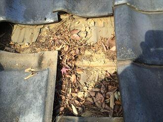 葉山町下山口で築年数の経過した瓦屋根を点検、瓦以外のところに不具合がありました