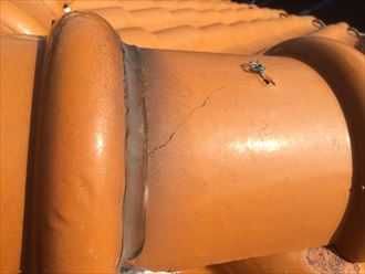 寒川町倉見で洋瓦を使用した瓦屋根の点検、瓦の亀裂と漆喰に不具合が見つかりました