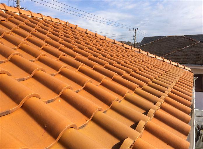 洋瓦を使用した瓦屋根を点検