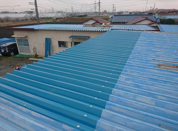 寒川町大曲で工場の折板屋根で部分的に交換する工事をいたしました