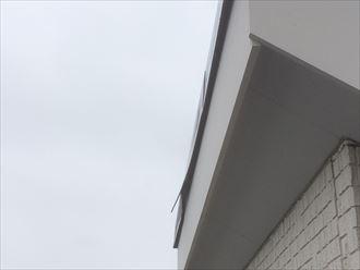 片流れの板金は風の影響を受けやすい