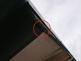 軒先まで雨水が到達してしまうため、釘などが抜けやすくなっている