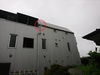 葉山町長柄にて賃貸物件の雨樋調査、勾配がとれていなかった為に雨水が溜まり軒樋を歪ませてしまっておりました
