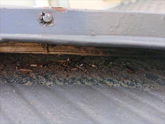 茅ヶ崎市今宿で風が吹く度に屋根から大きな音がしていた原因は棟板金の経年劣化でした