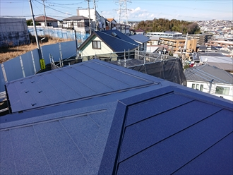 寒川町倉見にて日本瓦からスーパーガルテクト(Sシェイドブルー)へ葺き替え工事を行いました