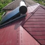 温水器がのっている屋根
