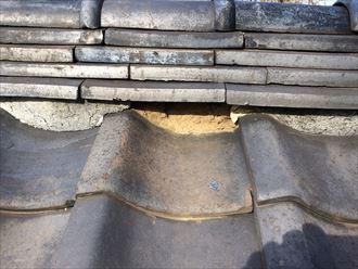 海老名市大谷北で築年数の経過した瓦屋根を調査、漆喰が剥がれて土が露出しておりました