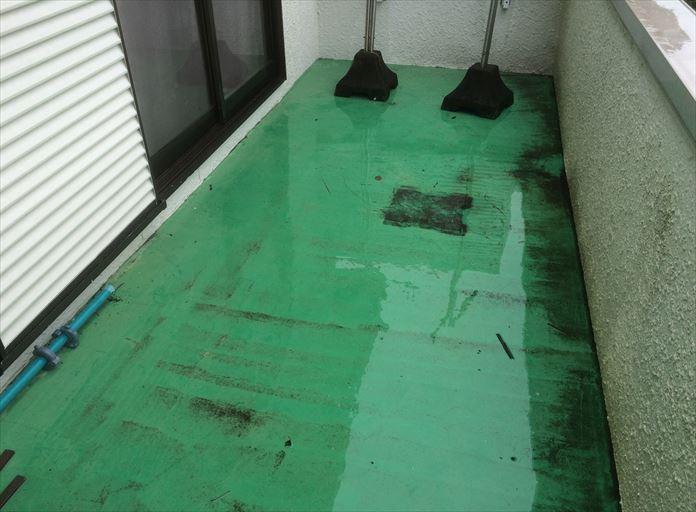 海老名市大谷北でバルコニー床の点検、バルコニーの床も屋根と同じ役割です