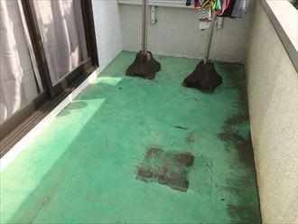 バルコニーの床もメンテナンスが必要