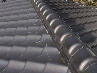 棟瓦の銅線が切れると棟瓦の固定は弱まります