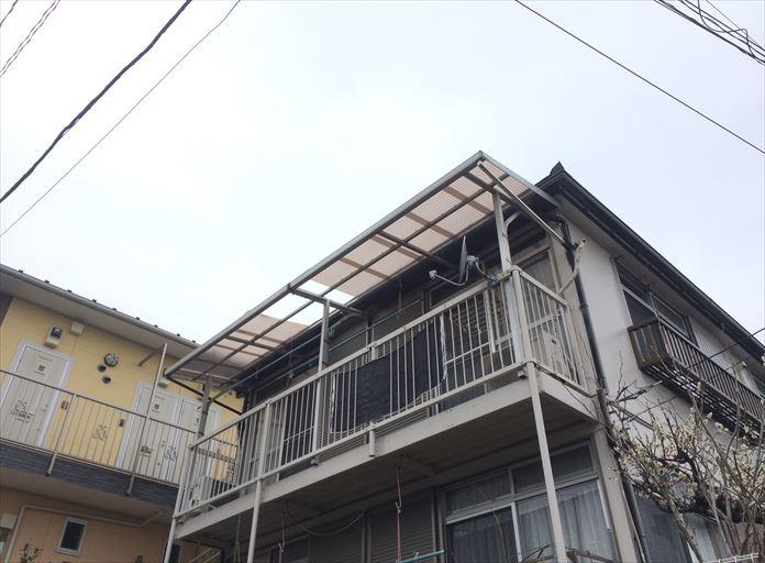 強風で破損したベランダ屋根