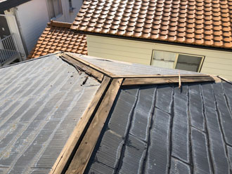屋根カバー工法 棟板金を撤去