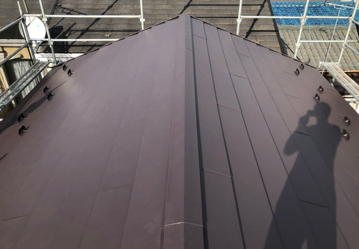 スーパーガルテクトフッ素(SFブラウン)で屋根カバー工事後