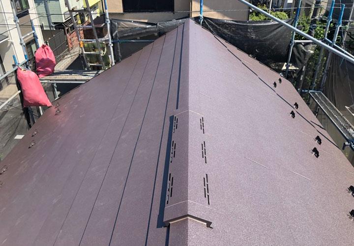 スーパーガルテクト(Sシェイドブラウン)で屋根カバー工事