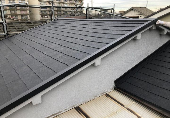 火災保険を使用した屋根葺き替え工事でコロニアルクァッドの屋根になりました