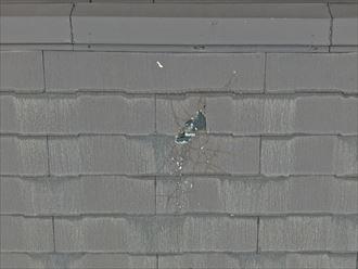 葉山町下山口で3階建ての屋根調査、スレートや外壁に飛散物が当たった形跡がありました