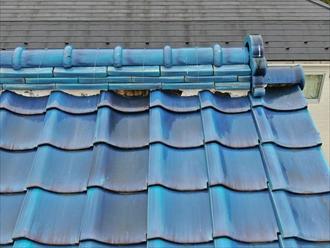 座間市入谷でドローンを使用した瓦屋根の調査、棟瓦の取り直しが必要な状態でした