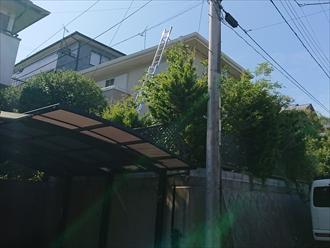 擁壁の上に建てられているお住まいは調査時に梯子が移動できずに上がれない事もございます