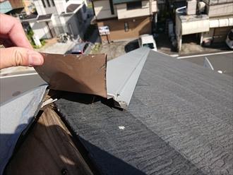 貫板を固定する為に野地板に向かって打たれている釘を見ると錆がでております、こうなる以前よりも棟板金の劣化は始まっていたようです