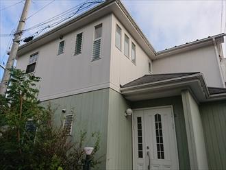 下屋根が見えますが下屋根の板金は飛散しておりませんでした