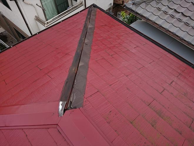 隅棟が貫板ごと飛散し化粧スレートも一部破損