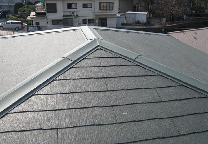 屋根葺き替えを行いコロニアルクアッド(アイリッシュグリーン)の屋根になりました