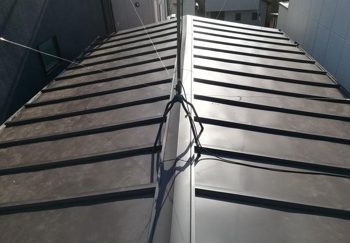 屋根葺き替え工事後 ガルバリウム鋼板の屋根