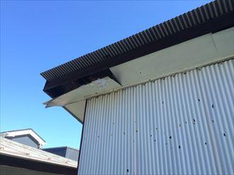 逗子市久木で軒天の破損、軒天や破風板も屋根の一部と言えます